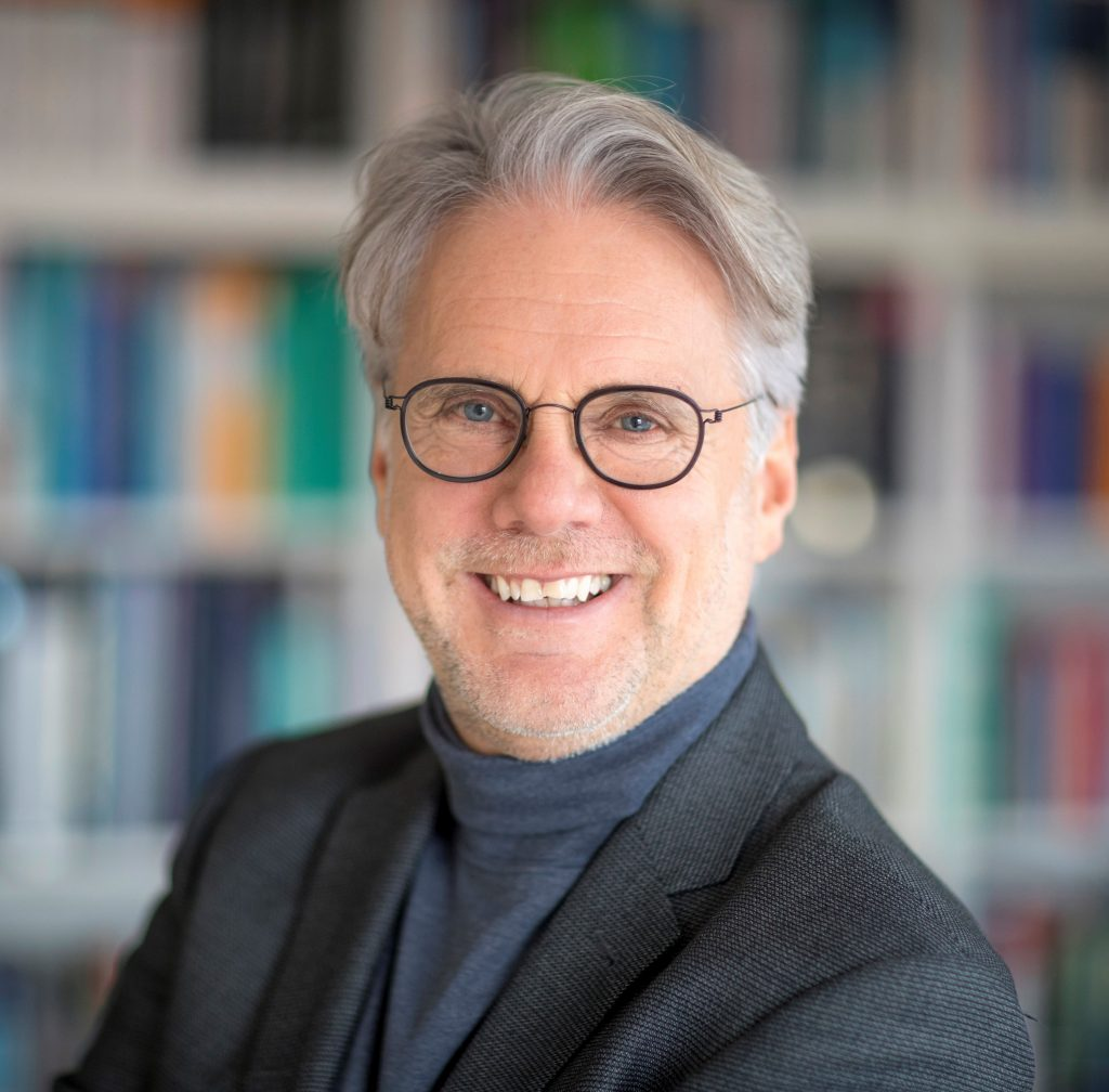 Abgebildet ist Ihr Arzt Dr. med. Dipl. Biol. Peter Tamme auf einem Portrait